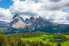 Όμορφα βουνά στους δολομίτες στοκ εικόνα