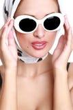 όμορφα γυαλιά ηλίου πορτ&rh Στοκ Φωτογραφίες