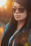 όμορφα γυαλιά ηλίου κορ&iota ηλιοβασίλεμα φωτός του ήλιου Στοκ φωτογραφίες με δικαίωμα ελεύθερης χρήσης