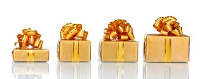 όμορφα δώρα χρυσά στοκ εικόνες με δικαίωμα ελεύθερης χρήσης