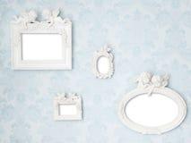 Όμορφα εκλεκτής ποιότητας πλαίσια με Cupids στο τρυφερό μπλε damask υπόβαθρο Στοκ φωτογραφίες με δικαίωμα ελεύθερης χρήσης