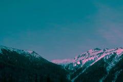 Όμορφα ευμετάβλητα παγωμένα ευρωπαϊκά αλπικά βουνά τοπίων Στοκ Φωτογραφίες