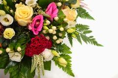 Όμορφα ζωηρόχρωμα λουλούδια μιγμάτων ανθοδεσμών στοκ εικόνα