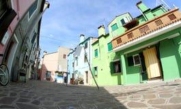 Όμορφα ζωηρόχρωμα σπίτια στο νησί BURANO κοντά στη Βενετία Στοκ Φωτογραφία