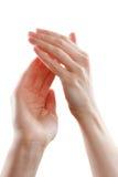 Όμορφα θηλυκά χέρια που απομονώνονται στην άσπρη επιδοκιμασία υποβάθρου Στοκ εικόνες με δικαίωμα ελεύθερης χρήσης