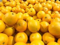 Όμορφα κίτρινα φυσικά γλυκά νόστιμα ώριμα μαλακά στρογγυλά φωτεινά φωτεινά tangerines, φρούτα, κλημεντίνες Σύσταση, ανασκόπηση στοκ εικόνες με δικαίωμα ελεύθερης χρήσης