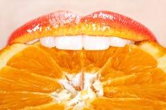 Όμορφα και νόστιμα πορτοκαλιά χείλια Στοκ Εικόνες