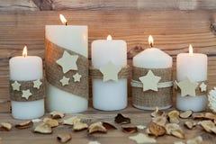 Όμορφα κεριά στο σπίτι Στοκ φωτογραφία με δικαίωμα ελεύθερης χρήσης