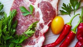 Όμορφα κομμάτια του φρέσκου κρέατος στοκ εικόνες