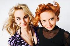 όμορφα κορίτσια δύο νεολ&a Στοκ Φωτογραφίες