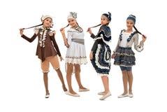 Όμορφα κορίτσια στα αρχικά κοστούμια και τα καπέλα στοκ φωτογραφία με δικαίωμα ελεύθερης χρήσης