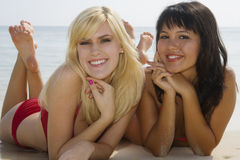 όμορφα κορίτσια Χαβάη δύο παραλιών Στοκ Εικόνα