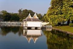 Όμορφα κτήρια και πάρκο στο κτύπημα PA Sommerpalace μέσα Στοκ Εικόνες