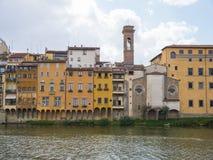 Όμορφα κτήρια κατά μήκος του ποταμού Arno στη Φλωρεντία Στοκ Εικόνες