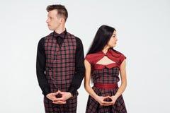 Όμορφα κλασικά κοστούμια ζευγών σε ένα κλουβί Στοκ Εικόνες