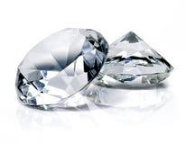 Όμορφα λαμπρά διαμάντια, στο άσπρο υπόβαθρο Στοκ εικόνες με δικαίωμα ελεύθερης χρήσης