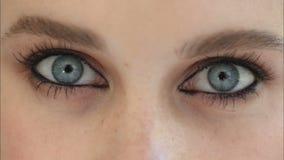 Όμορφα μάτια μιας κινηματογράφησης σε πρώτο πλάνο νέων κοριτσιών απόθεμα βίντεο