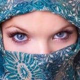 Όμορφα μάτια μιας νέας γυναίκας στοκ φωτογραφία