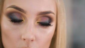 όμορφα μάτια Τέλεια σύνθεση και σκιά και μαστίγια ματιών φιλμ μικρού μήκους