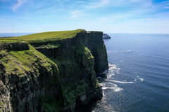 Όμορφα μέρη στην Ιρλανδία - απότομοι βράχοι Moher, ομο clare Στοκ εικόνες με δικαίωμα ελεύθερης χρήσης