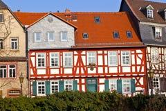 όμορφα μισά σπίτια που εφοδιάζονται με ξύλα Στοκ Εικόνες