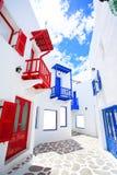 Όμορφα μπαλκόνι και παράθυρα στο πάρκο Santorini Στοκ Φωτογραφίες