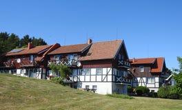 Όμορφα μπλε ξύλινα σπίτια, Λιθουανία Στοκ Φωτογραφίες