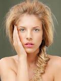 Όμορφα ξανθά μπλε μάτια γυναικών πορτρέτου στούντιο Στοκ Εικόνες