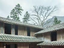 Όμορφα ξύλινα σπίτια αρχιτεκτονικής, παλάτι σπιτιών Vuong στοκ εικόνες