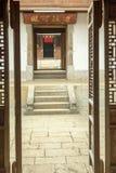 Όμορφα ξύλινα σπίτια αρχιτεκτονικής, παλάτι σπιτιών Vuong στοκ φωτογραφία