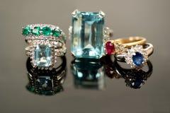 όμορφα πολύτιμα δαχτυλίδ&iot Στοκ Εικόνες