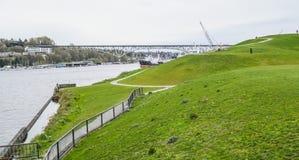 Όμορφα πράσινα στο πάρκο εργοστασίων παραγωγής αερίου στο Σιάτλ - το ΣΙΑΤΛ/την ΟΥΑΣΙΓΚΤΟΝ - 11 Απριλίου 2017 Στοκ Εικόνες
