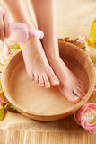 όμορφα πόδια θηλυκών Στοκ εικόνα με δικαίωμα ελεύθερης χρήσης