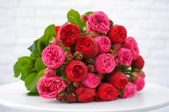 Όμορφα ρόδινα λουλούδια στην ανθοδέσμη στοκ εικόνα