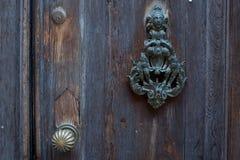 Όμορφα ρόπτρα πορτών Στοκ φωτογραφία με δικαίωμα ελεύθερης χρήσης