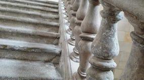 Όμορφα σκαλοπάτια και κιγκλίδωμα πετρών στοκ εικόνα