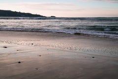 Όμορφα σπάζοντας κύματα στην αμμώδη παραλία στον Ατλαντικό Ωκεανό, βασκική χώρα, Γαλλία Στοκ Φωτογραφίες