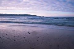 Όμορφα σπάζοντας κύματα στην αμμώδη παραλία στον Ατλαντικό Ωκεανό, βασκική χώρα, Γαλλία Στοκ Φωτογραφία