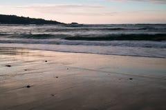 Όμορφα σπάζοντας κύματα στην αμμώδη παραλία στον Ατλαντικό Ωκεανό, βασκική χώρα, Γαλλία Στοκ φωτογραφία με δικαίωμα ελεύθερης χρήσης