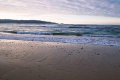 Όμορφα σπάζοντας κύματα στην αμμώδη παραλία στον Ατλαντικό Ωκεανό, βασκική χώρα, Γαλλία Στοκ φωτογραφίες με δικαίωμα ελεύθερης χρήσης
