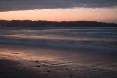 Όμορφα σπάζοντας κύματα στην αμμώδη παραλία στον Ατλαντικό Ωκεανό, hendaye, βασκική χώρα, Γαλλία Στοκ εικόνες με δικαίωμα ελεύθερης χρήσης