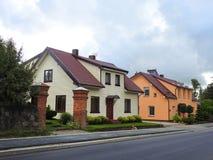 Όμορφα σπίτια κοντά στην οδό, Λιθουανία Στοκ φωτογραφία με δικαίωμα ελεύθερης χρήσης