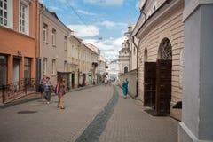 Όμορφα σπίτια στην οδό στην παλαιά πόλη Vilnius, τον Αύγουστο του 2013 της Λιθουανίας Στοκ Φωτογραφία