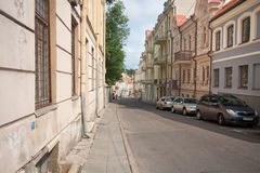 Όμορφα σπίτια στην οδό στην παλαιά πόλη Vilnius, τον Αύγουστο του 2013 της Λιθουανίας Στοκ εικόνα με δικαίωμα ελεύθερης χρήσης
