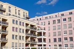 Όμορφα σπίτια διαμερισμάτων Στοκ εικόνες με δικαίωμα ελεύθερης χρήσης