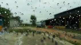 Όμορφα σταγονίδια φυσαλίδων μια ονειροπόλο βροχερή ημέρα Στοκ Φωτογραφία