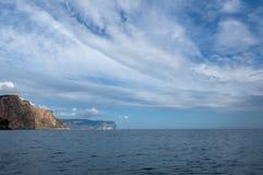 Όμορφα σύννεφα πέρα από τη θάλασσα Στοκ Εικόνες