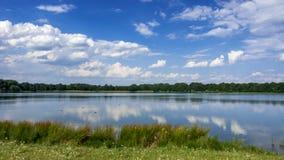 Όμορφα σύννεφα πέρα από τη λίμνη Sachsensee Στοκ φωτογραφίες με δικαίωμα ελεύθερης χρήσης