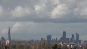 Όμορφα σύννεφα πέρα από το κεντρικό Λονδίνο απόθεμα βίντεο