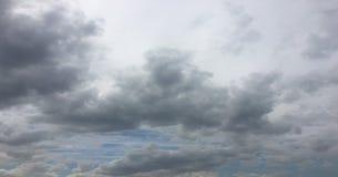 Όμορφα σύννεφα σε ένα κλίμα μπλε ουρανού Ουρανός σύννεφων Μπλε ουρανός με το νεφελώδη καιρό, σύννεφο φύσης λευκό σύννεφων στοκ εικόνες με δικαίωμα ελεύθερης χρήσης